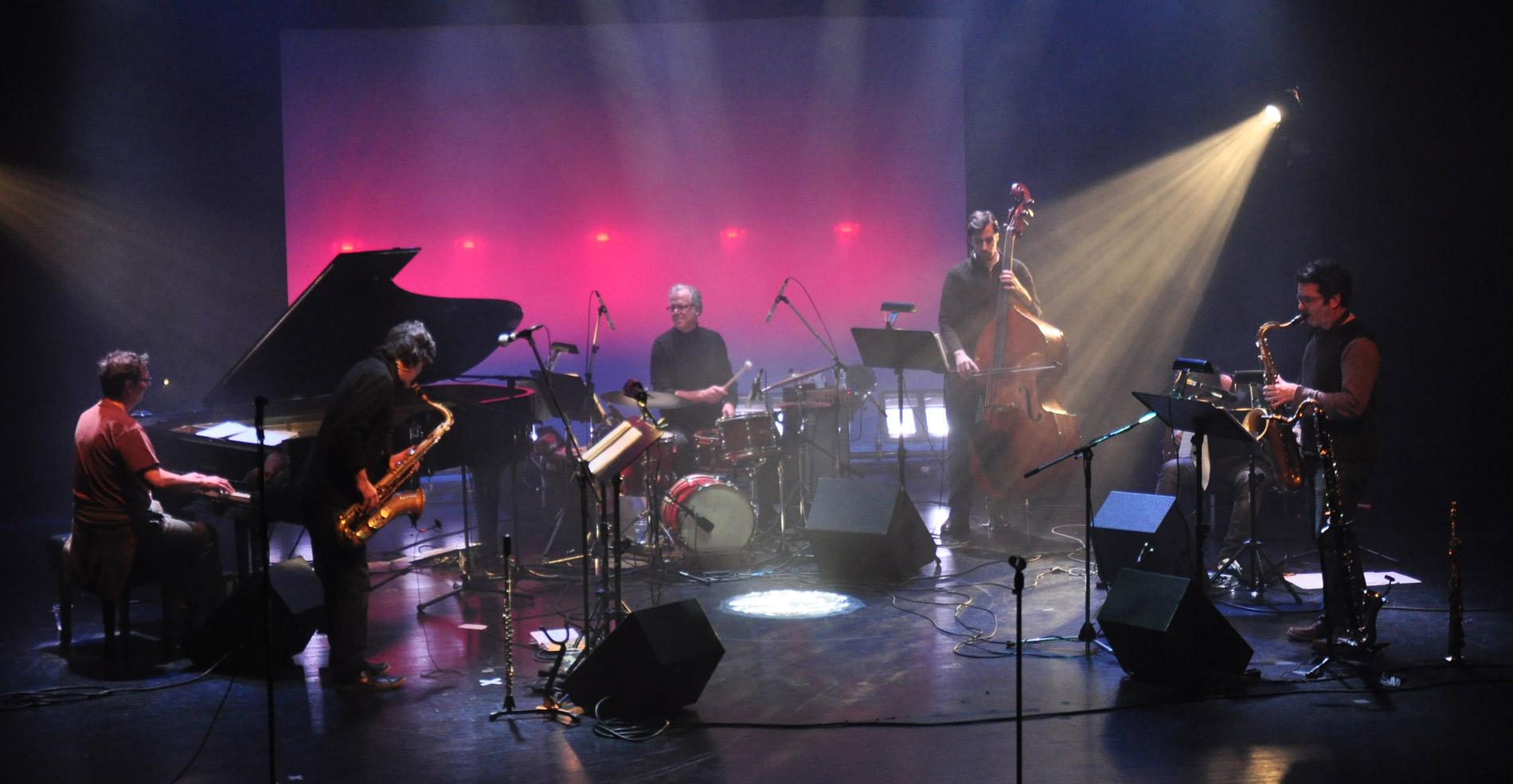 Neuf nouvelles compositions de Pierre Labbé vues par six maîtres-brasseurs. Un jazz actuel résolument accessible.