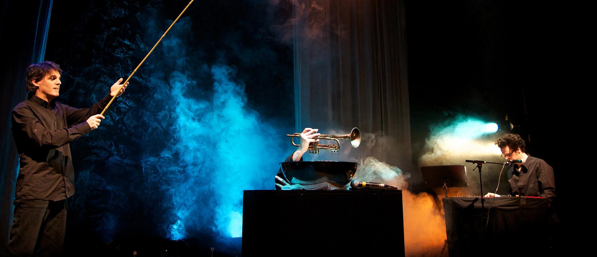 Trois spécialistes du brassage musical font groover les petits avec six fables déjantées.